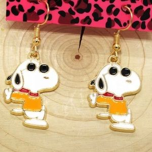 NWT Snoopy Winter Scraf Earrings